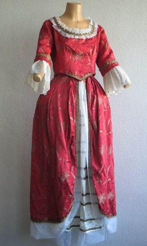 femmes archives costume sur seine. Black Bedroom Furniture Sets. Home Design Ideas