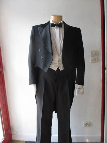 habit queue de pie de ma tre d 39 h tel costume sur seine. Black Bedroom Furniture Sets. Home Design Ideas