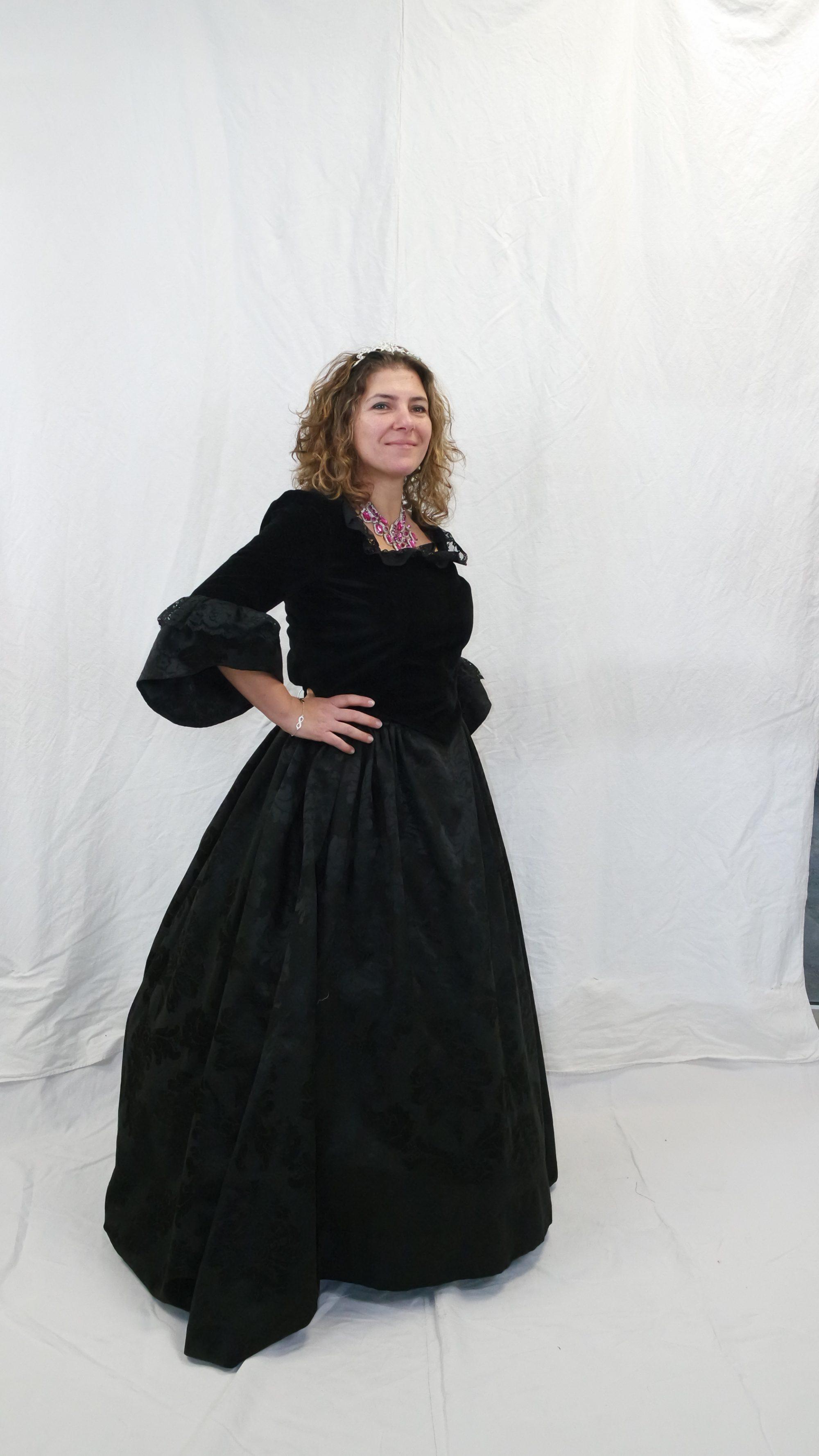 robe XVIIIe noir