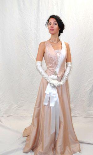 Robe bustier de jeune femme 1890