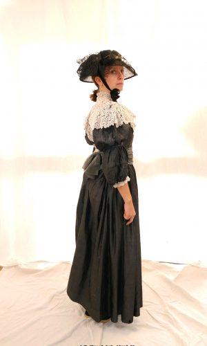 Robe noir dentelle 1900