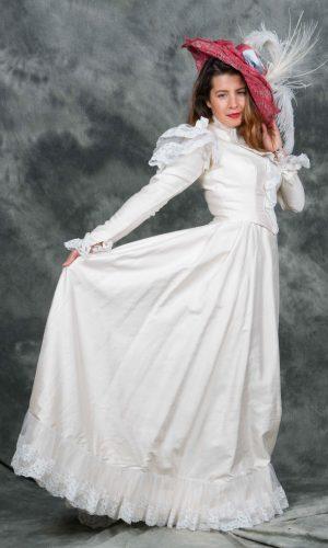 Bourgeoise dentelle blanche 1870