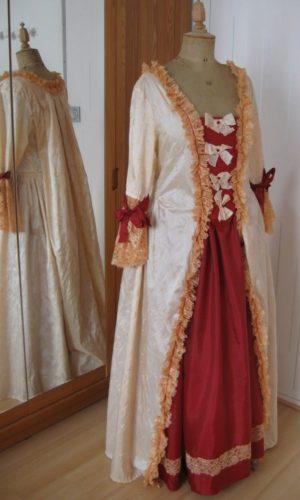 Robe plis Watteau