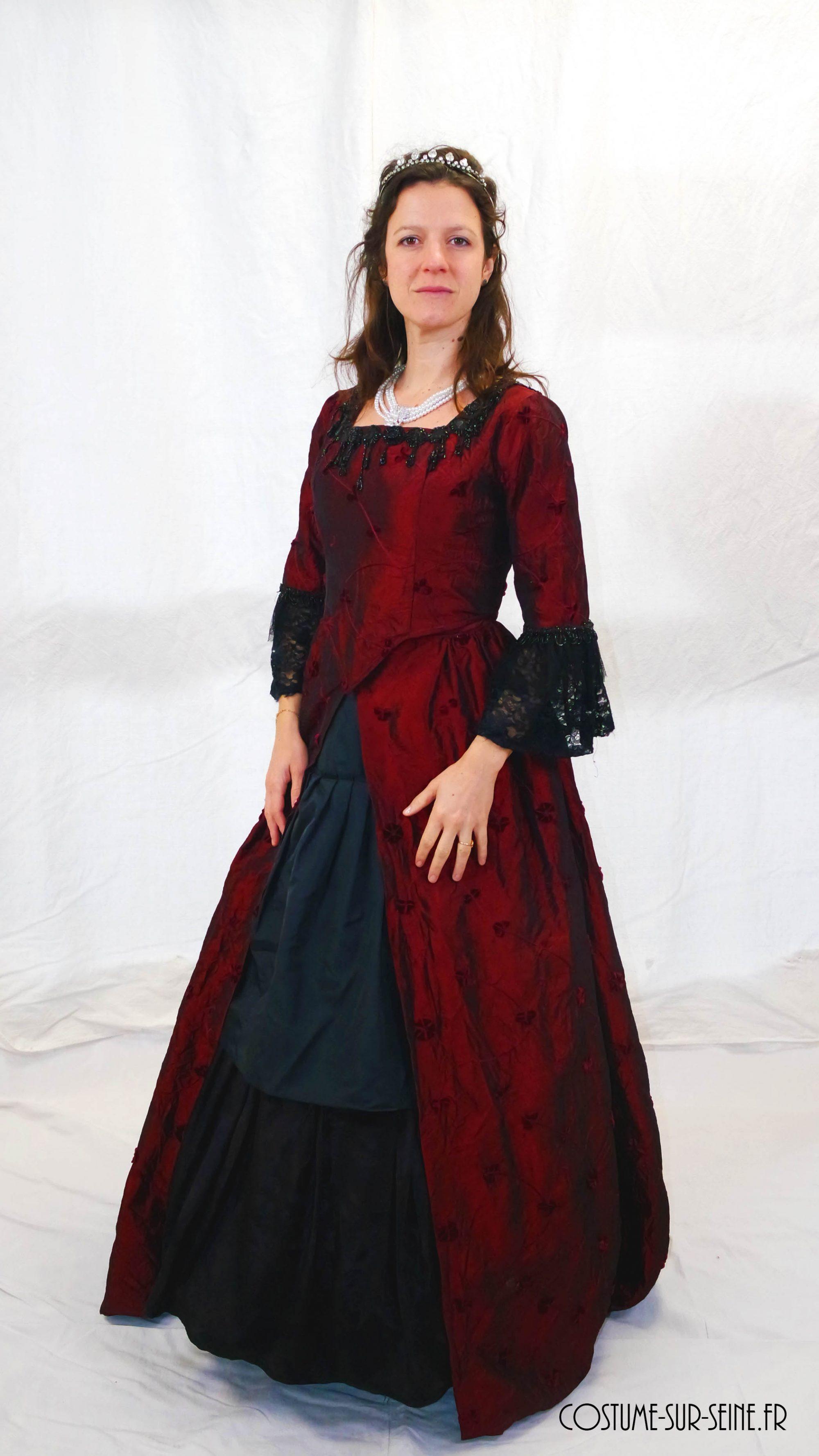 robe XVIIIe rouge et noir