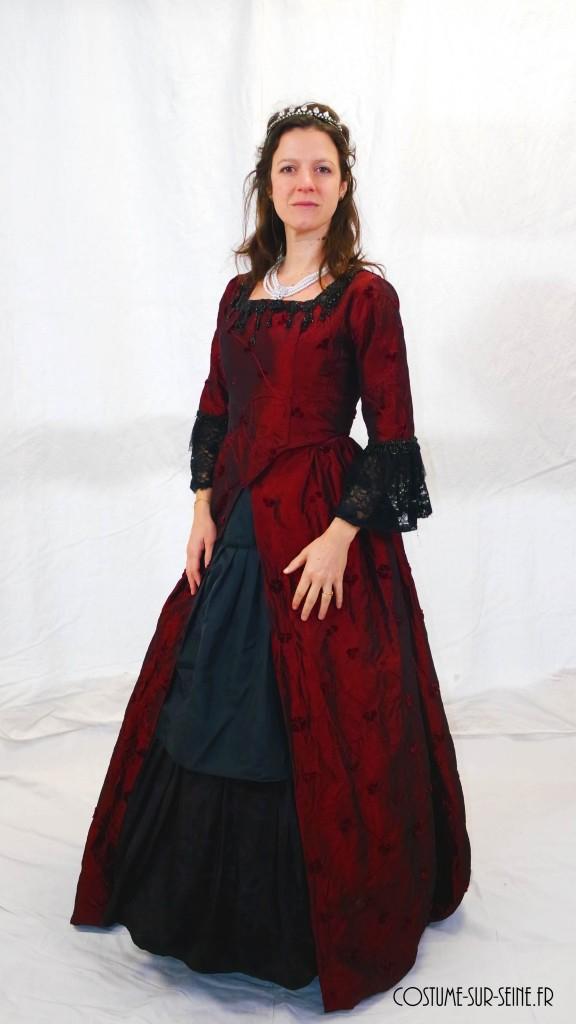 robe rouge noir XVIIIe